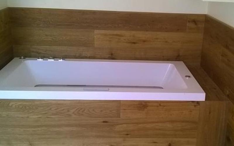 Rivestimento vasca in legno