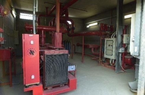 Centrale antincendio -  Motopompa  che interviene in caso di black-out in sostituzione delle elettropompe.