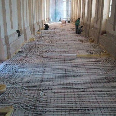 fase costruzione impianto di riscaldamento pavimentazione