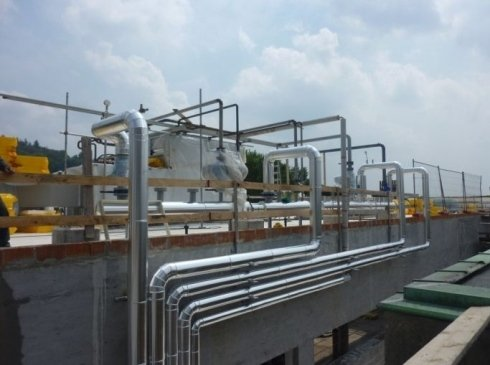 UTA su tetto piano, linee di alimentazione alle relative batterie