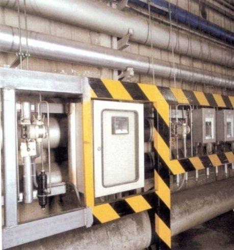 """Misuratori di pressione differenziale, collegati ai diaframmi normalizzati a sistema """"venturi"""", per controllo di consumo delle reti."""