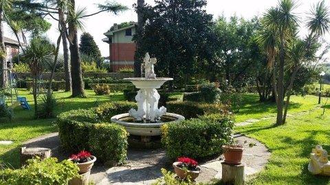 giardino con fontana nella casa di riposo