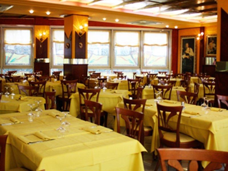 La Cucina Modena. Amazing Vista Interna Della Pizzeria With La ...