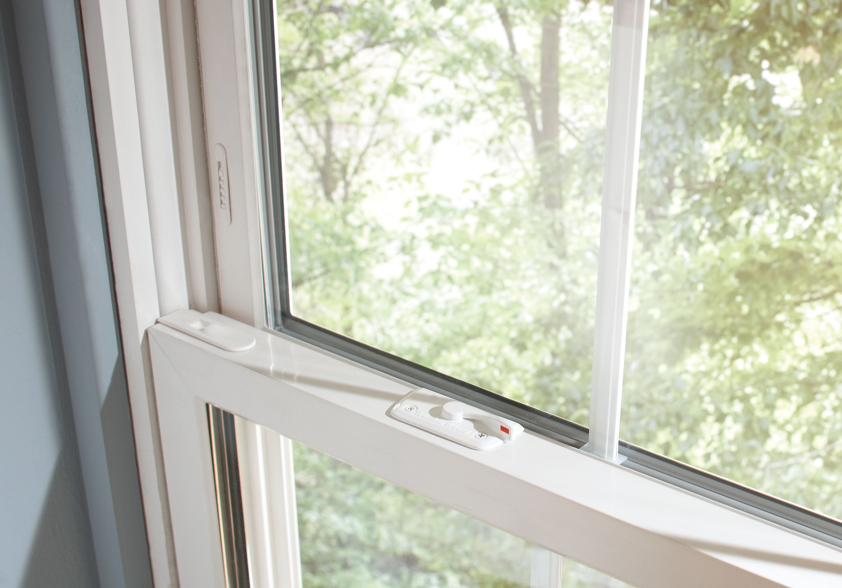 Top quality affordable prices window world of the ozarks for Best quality vinyl windows
