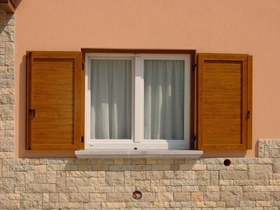 Finestre in pvc in alluminio in legno in legno - Doppia finestra per isolamento acustico ...