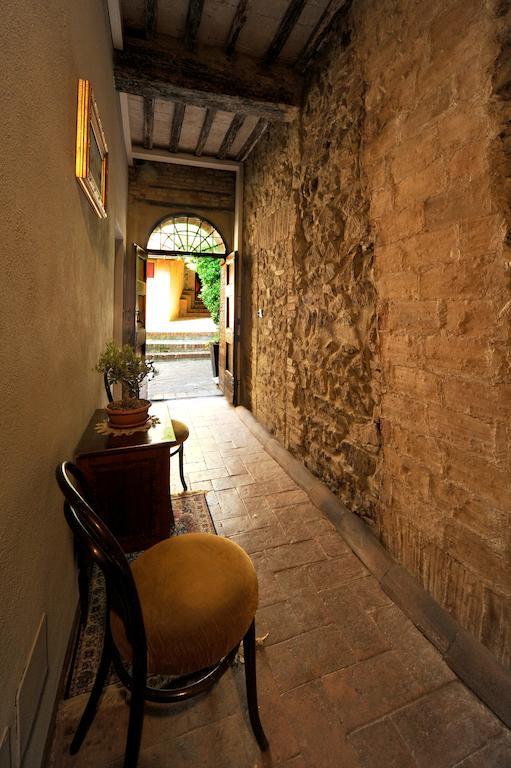 corridoio rivolto al giardino