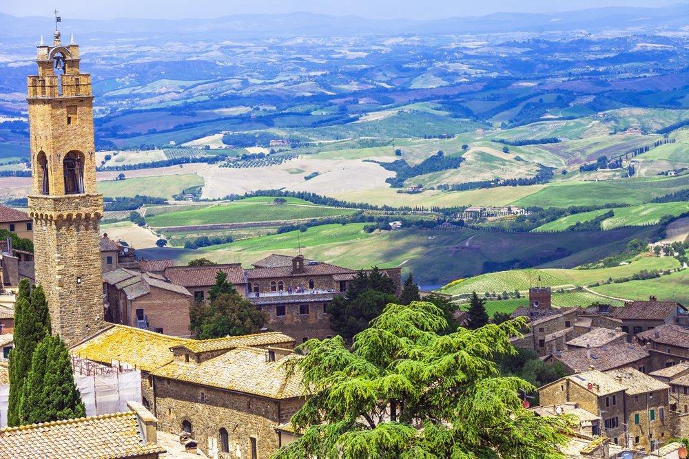 vista delle colline e di Montalcino dall`alto