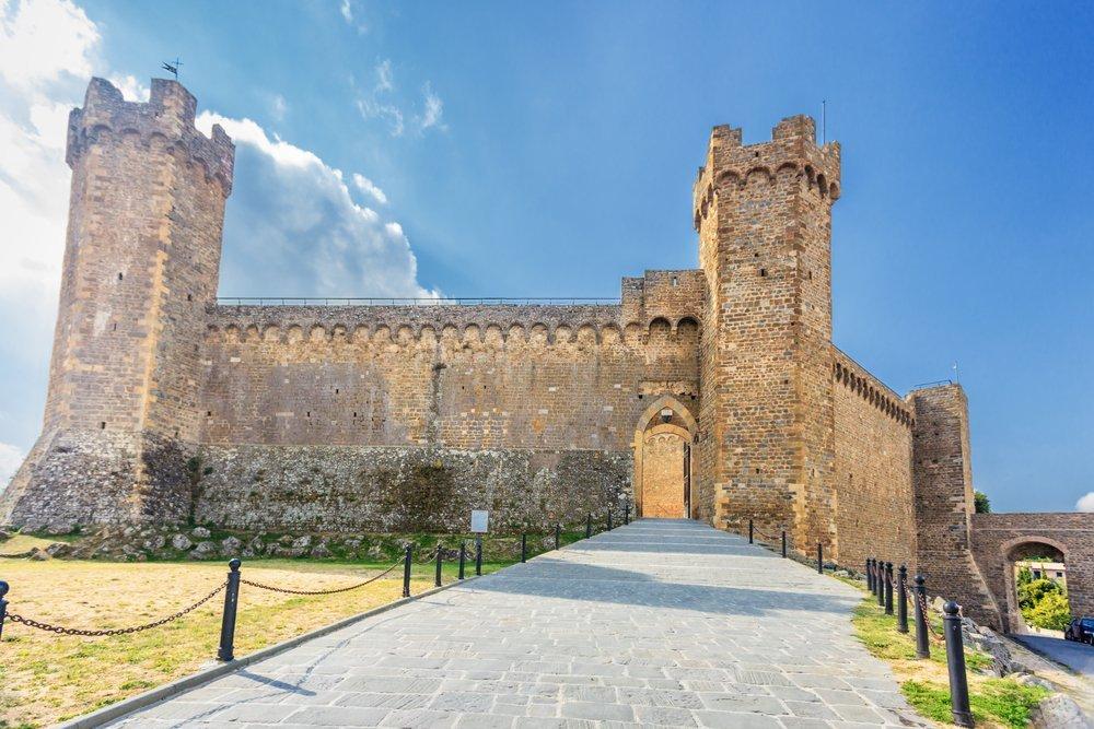 entrata di un castello a Montalcino