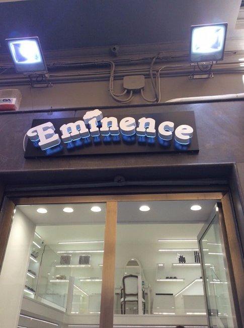 VInsegna al neon del negozio Eminence