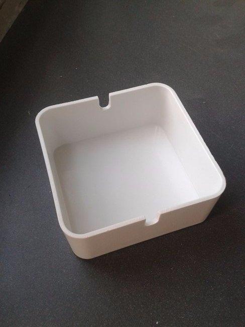 Posacenere bianco in plastica