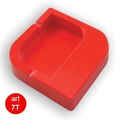 posacenere rosso a forma di rombo tondeggiante in plastica