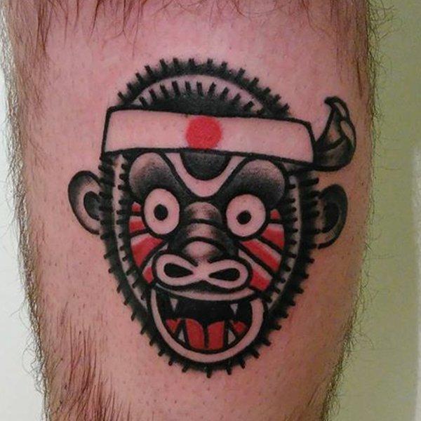 tatuaggio di una scimmia che urla