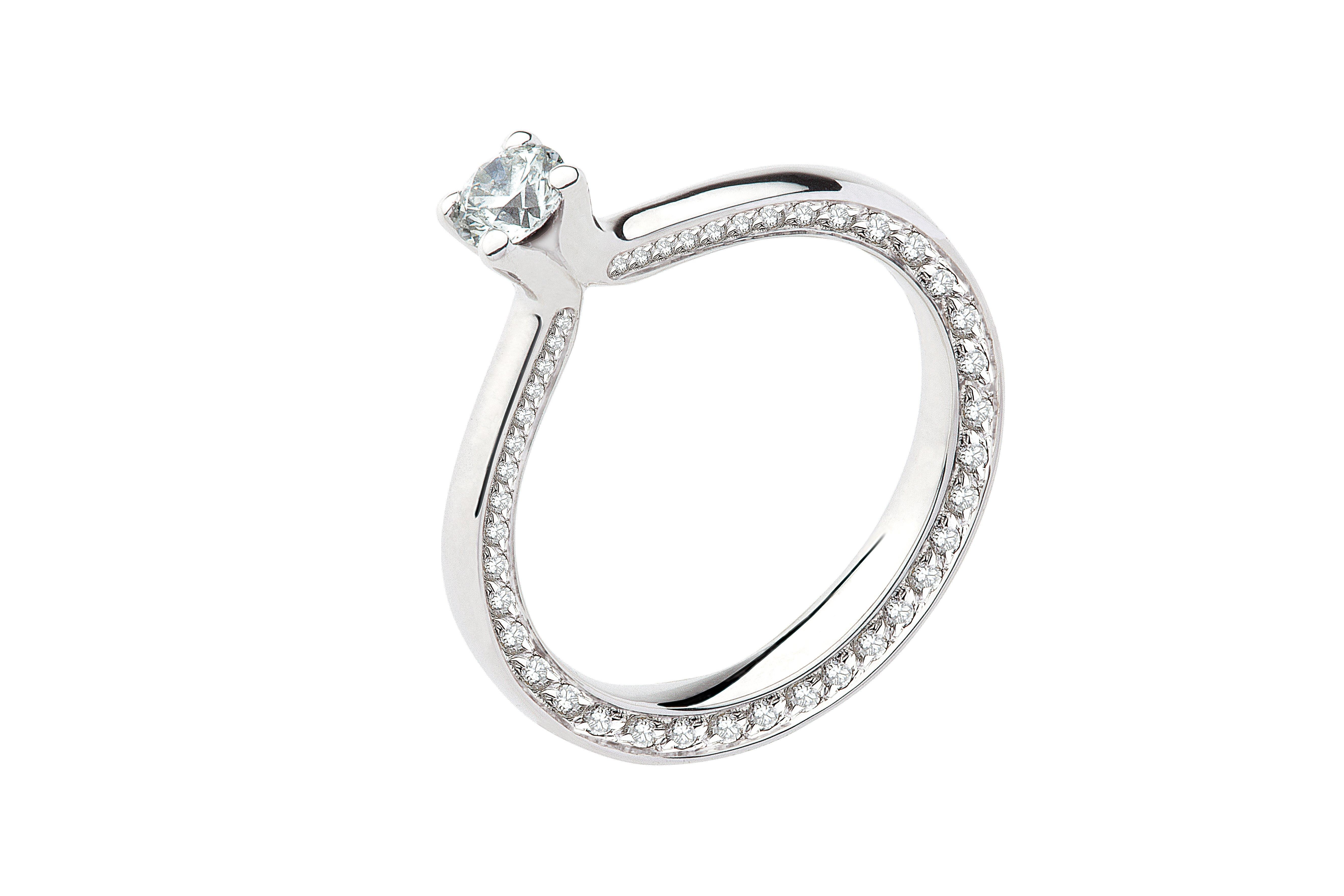 anello con diamante