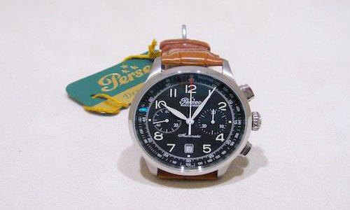 un orologio da polso di color nero con cinturino di pelle marrone