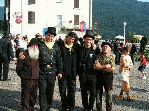 raduno 2005 alla mia destra il mio vice presidente e amico e uno spazzacamino ottantenne a sinistra un rappresentante della delegazione di Boston