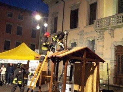simulazione incendio e intervento dei  vigili del fuoco