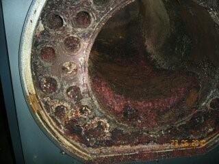 camera di combustione e i fasci tubieri prima della pulizia