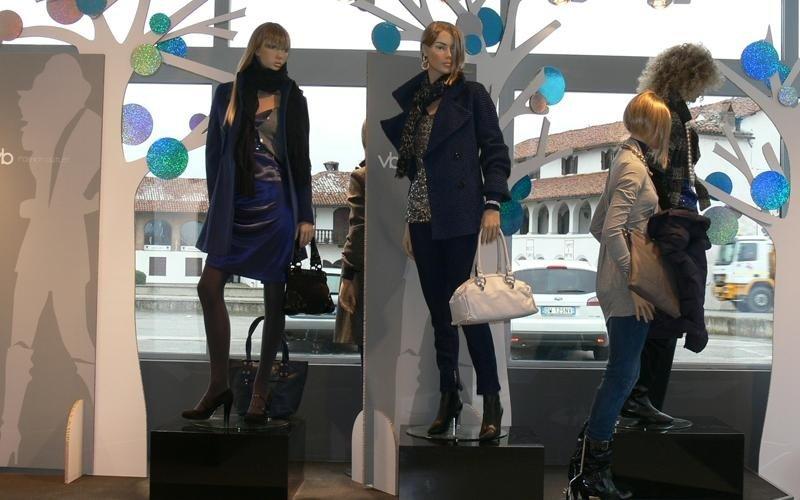 vetrina negozio accessori moda
