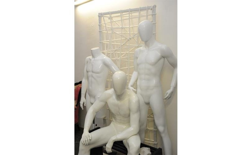 manichini uomini stilizzati