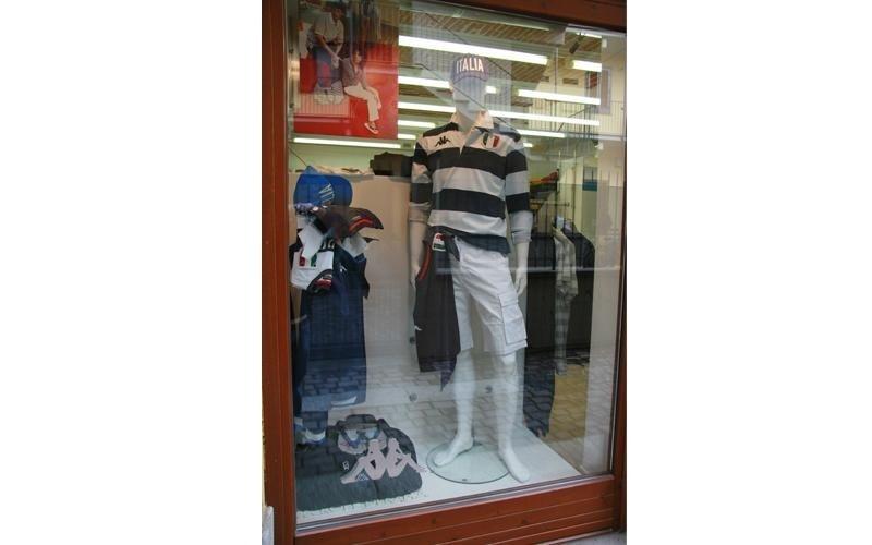vetrina negozio moda