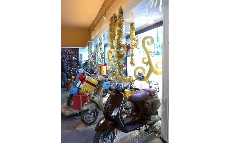 allestimento negozio scooter