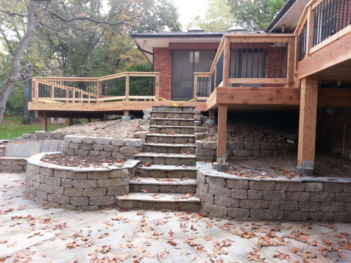 Cedar deck in St. Louis