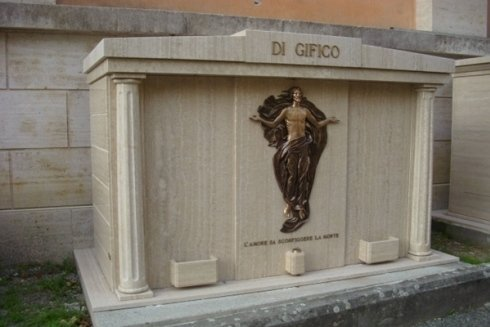 tomba di famiglia in granito