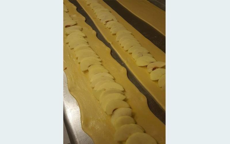 Le nostre brioches con ripieno di vere mele del Trentino