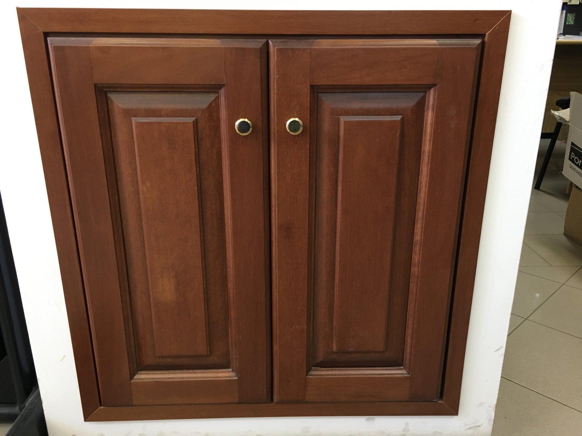 armadietto in legno