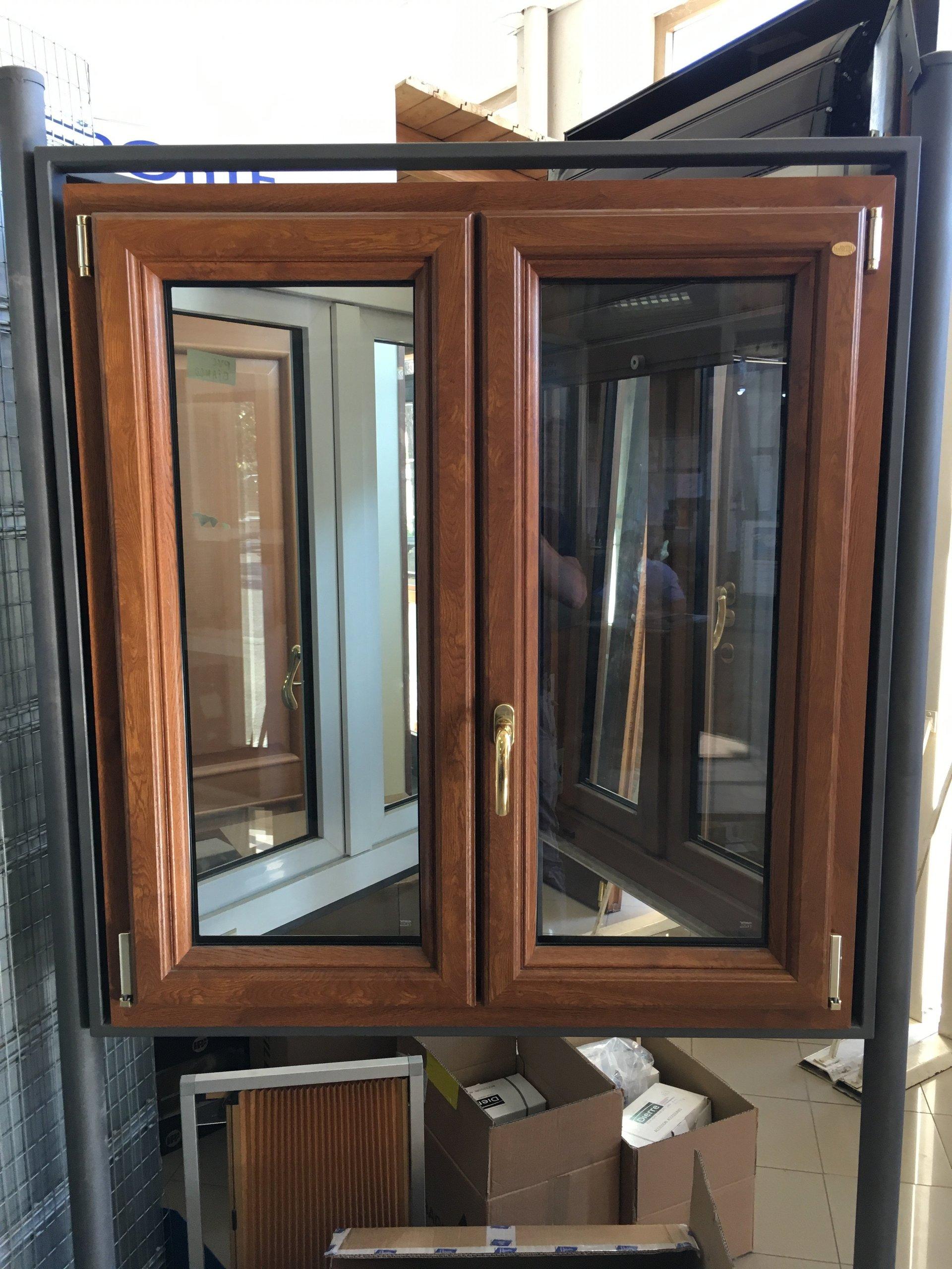 finestra con infissi in legno da installare