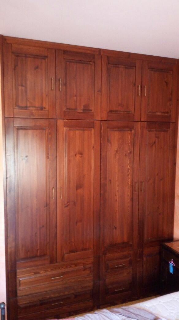 armadio a muro in legno