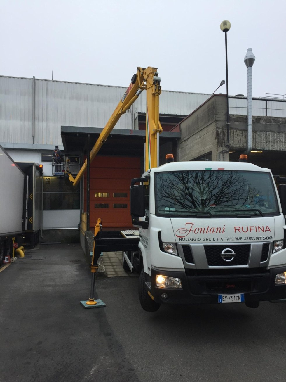 noleggio camion gru con operatore
