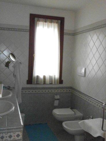 Produzione tende da interno verona fratelli saggioro - Modelli tende da bagno ...
