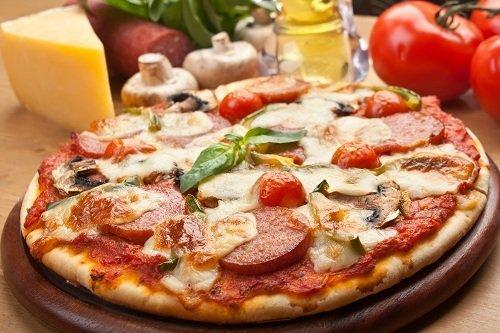 una pizza al salame