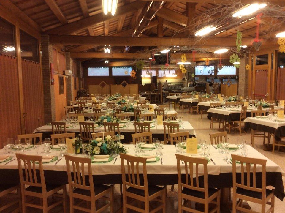 Il ristorante preparato per ricevere i fidanzati e i suoi invitati