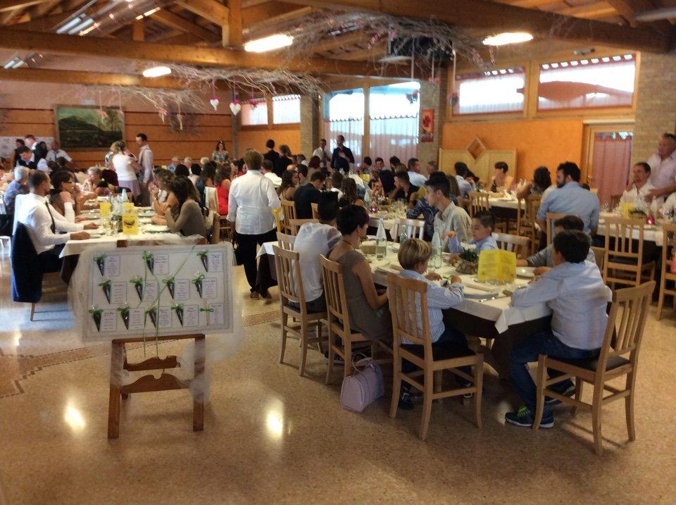 Il ristorante è il luogo ideale per riunioni e eventi familiari o di impresa