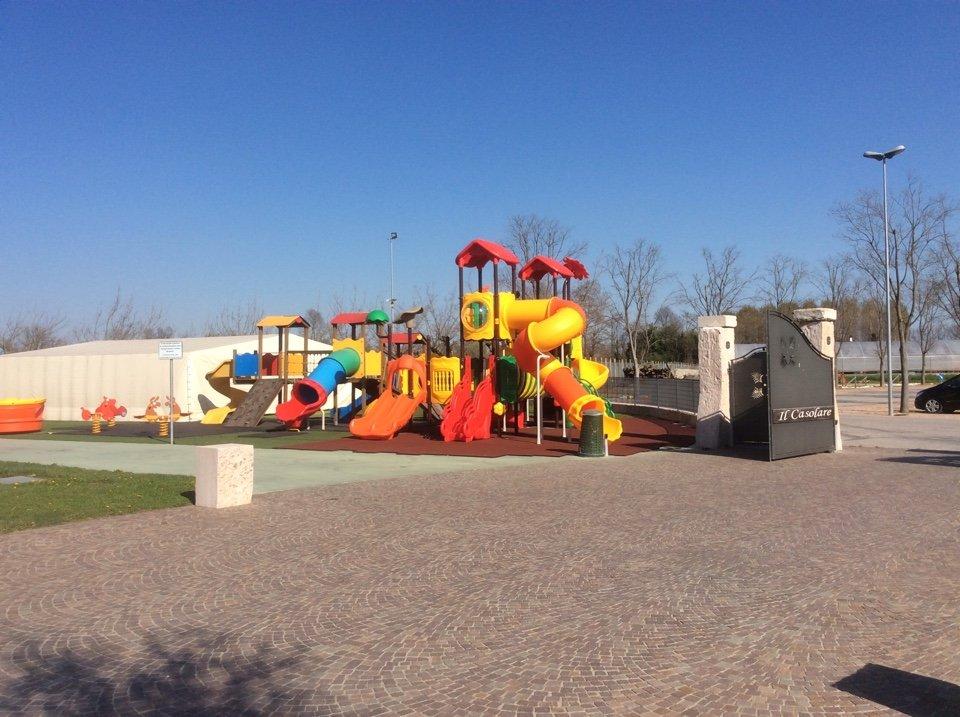 Vista generale del parco infantile