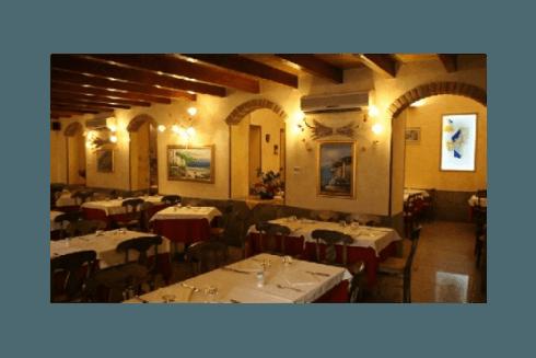 Il Ristorante Pizzeria Pace vanta grandi sale climatizzate.