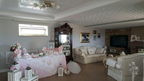 interno di una casa dopo la tinteggiatura e decorazione
