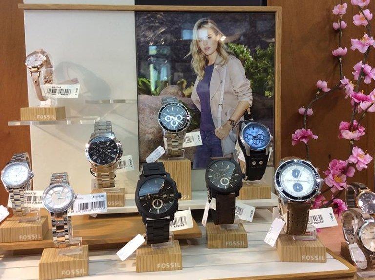 vetrina orologi ori di valenza