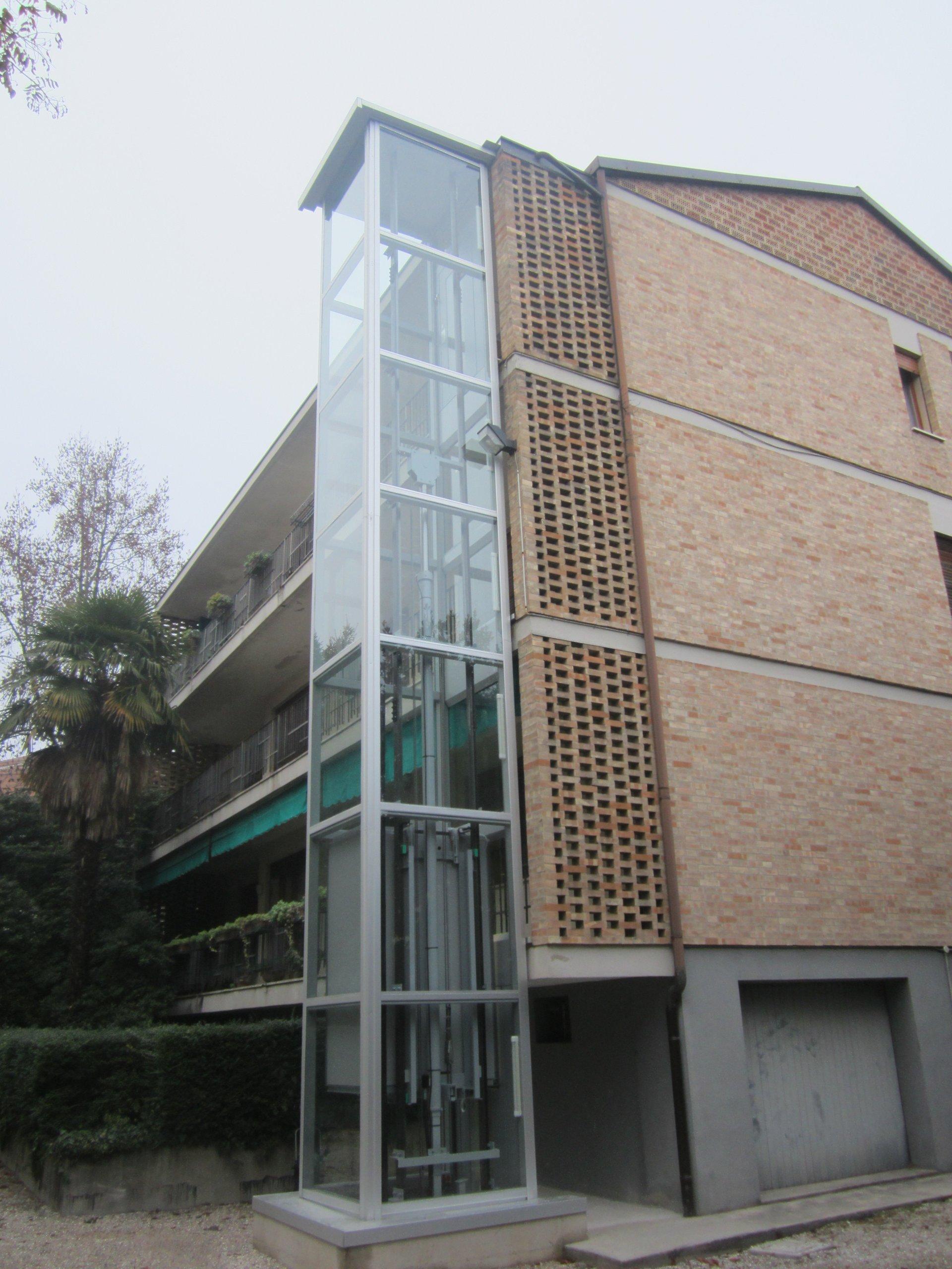 ascensore esterna di un edificio
