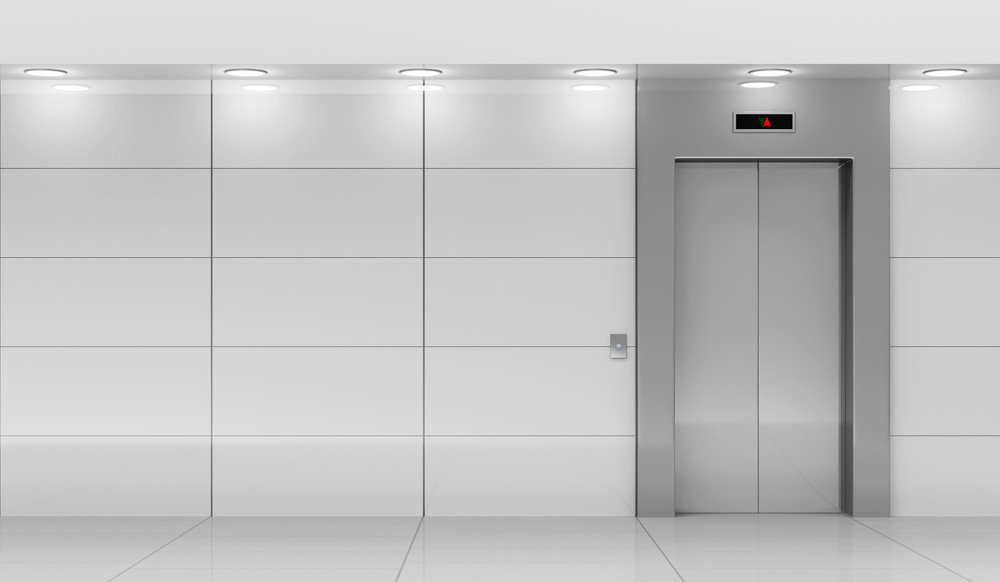 interno moderno di una sala ascensore