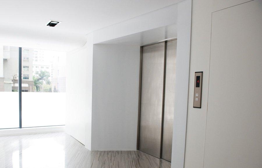 ascensore per servizio-vista laterale