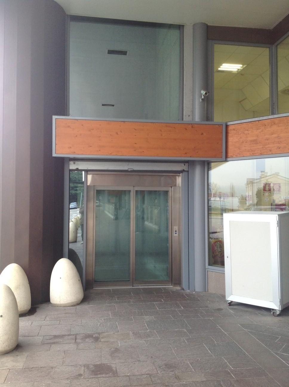 entrata di ascensore panoramico