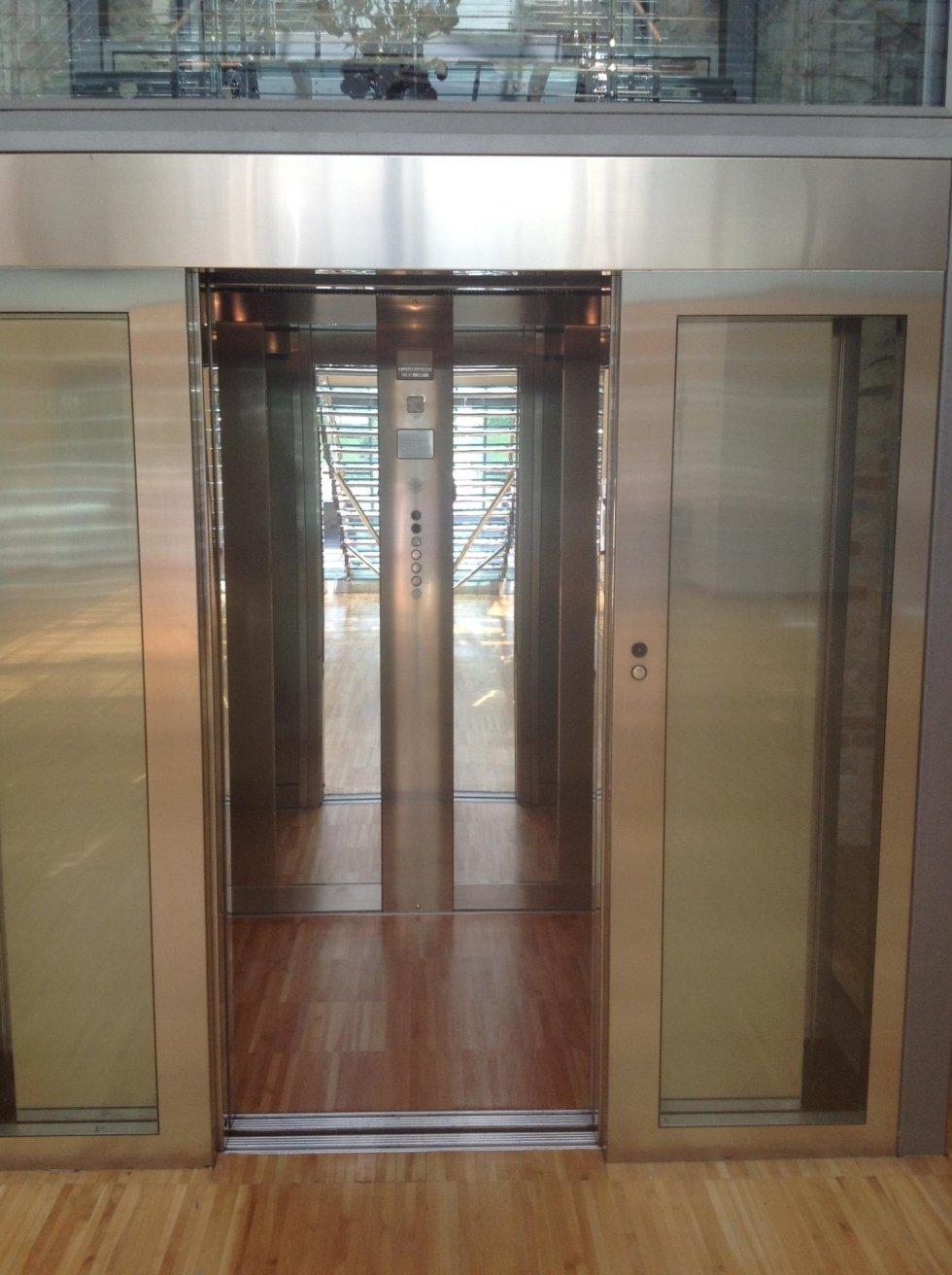 cabina a specchio di ascensore in acciaio inox