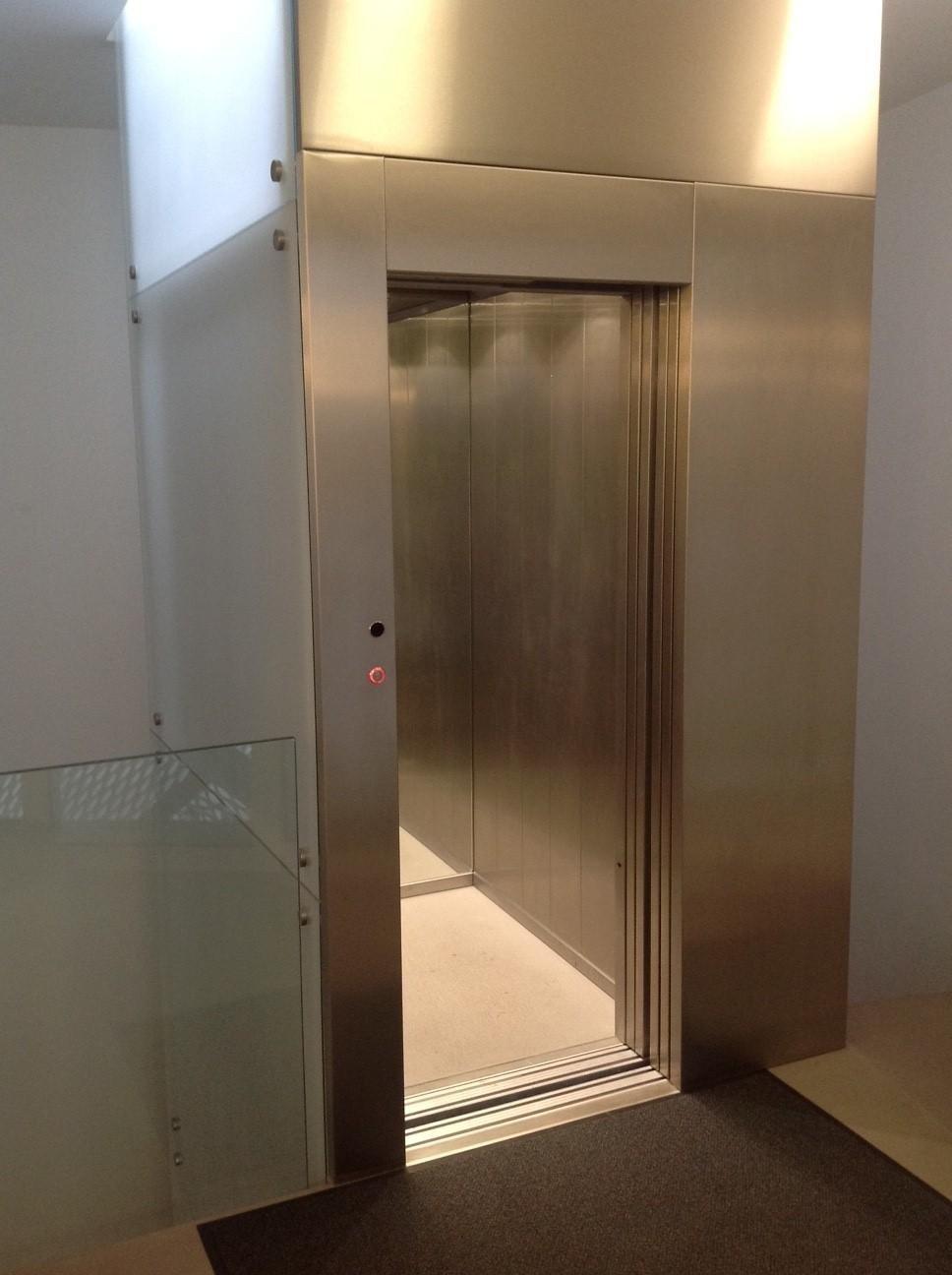 ascensore in inox e vetro