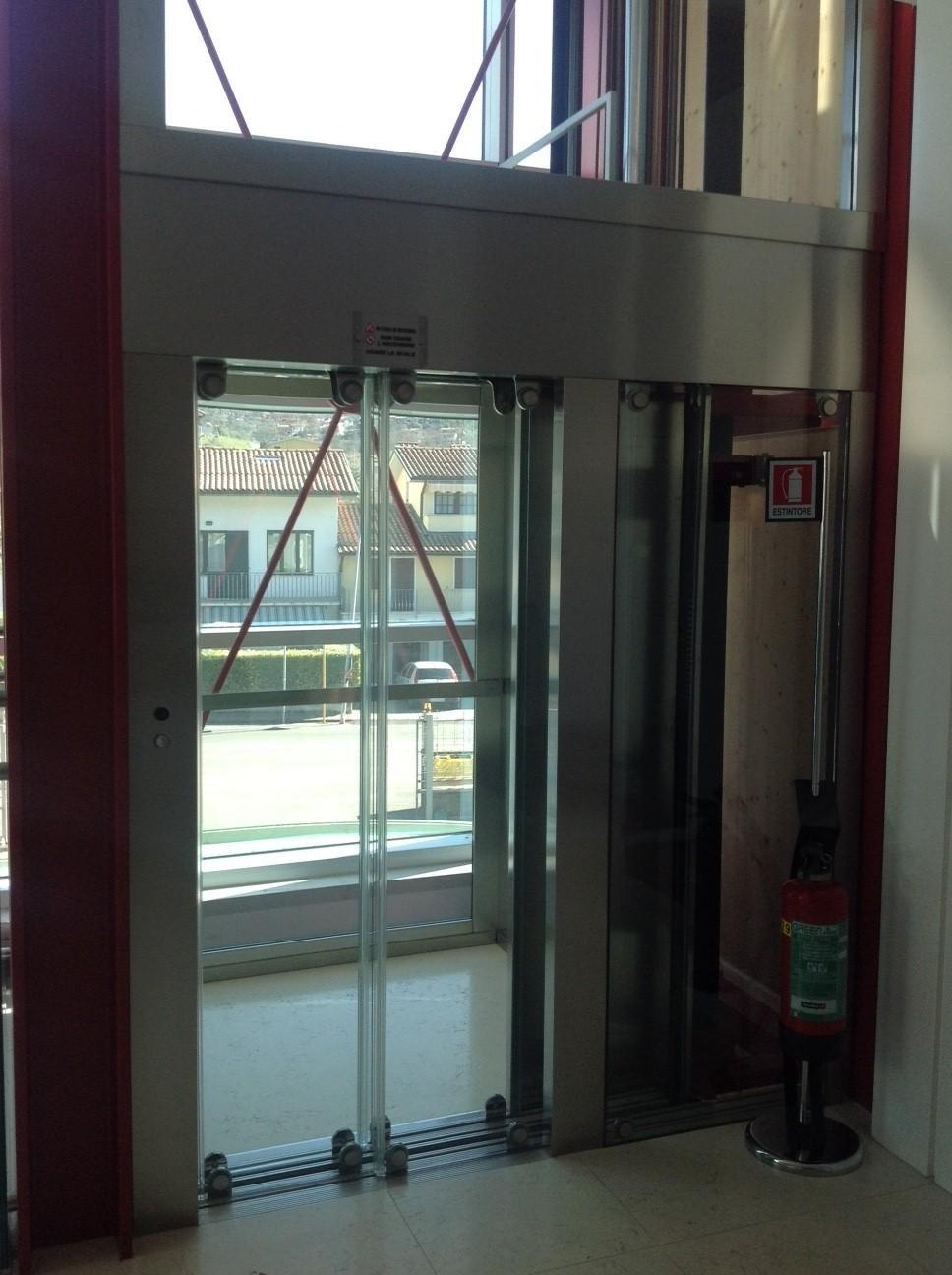 porte in vetro di ascensore panoramico