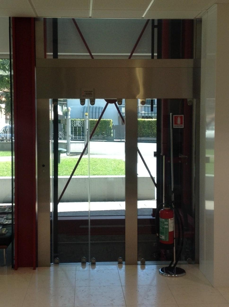 incastellatura in vetro di ascensore