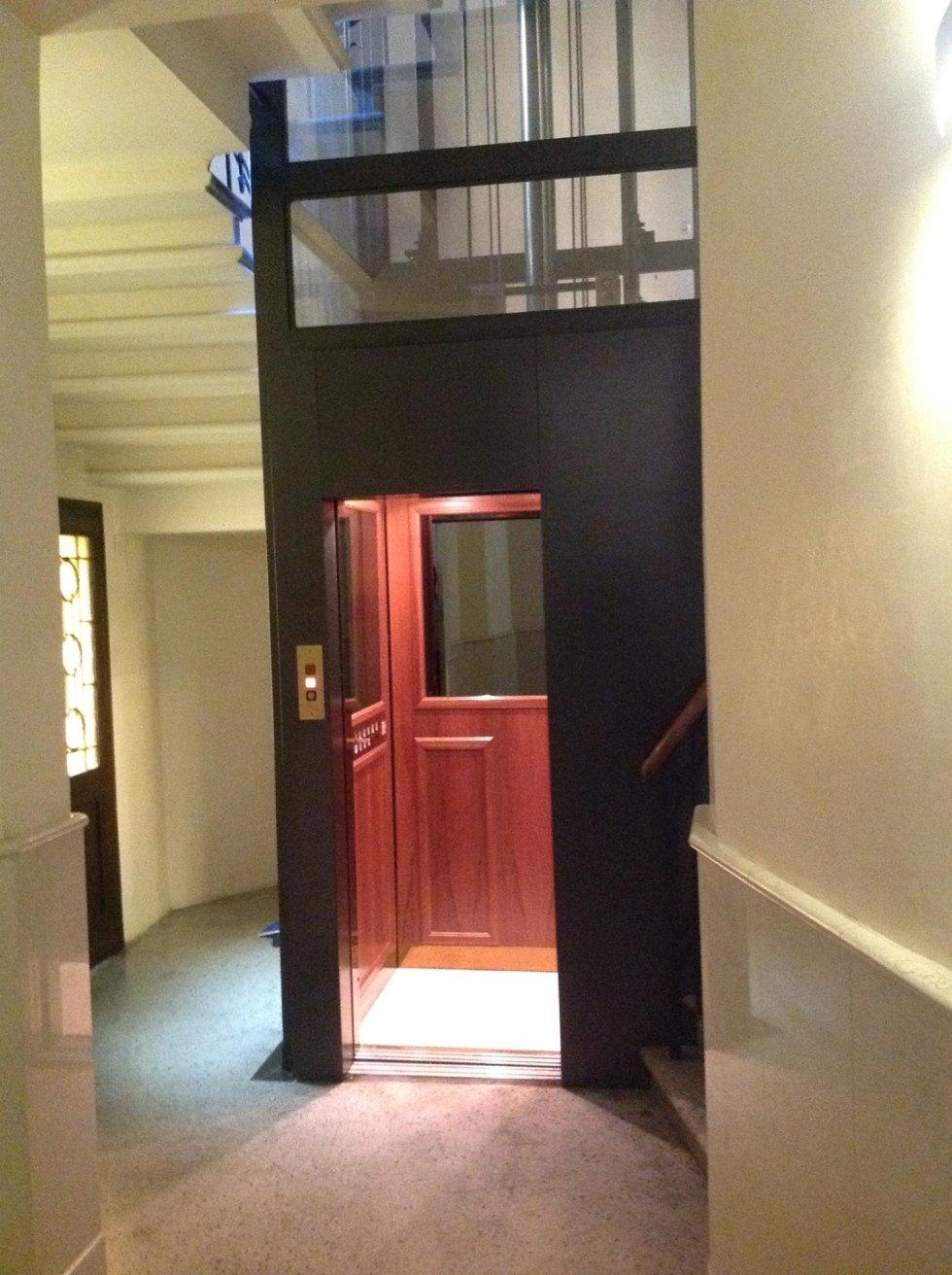 ascensore panoramico con interno in legno