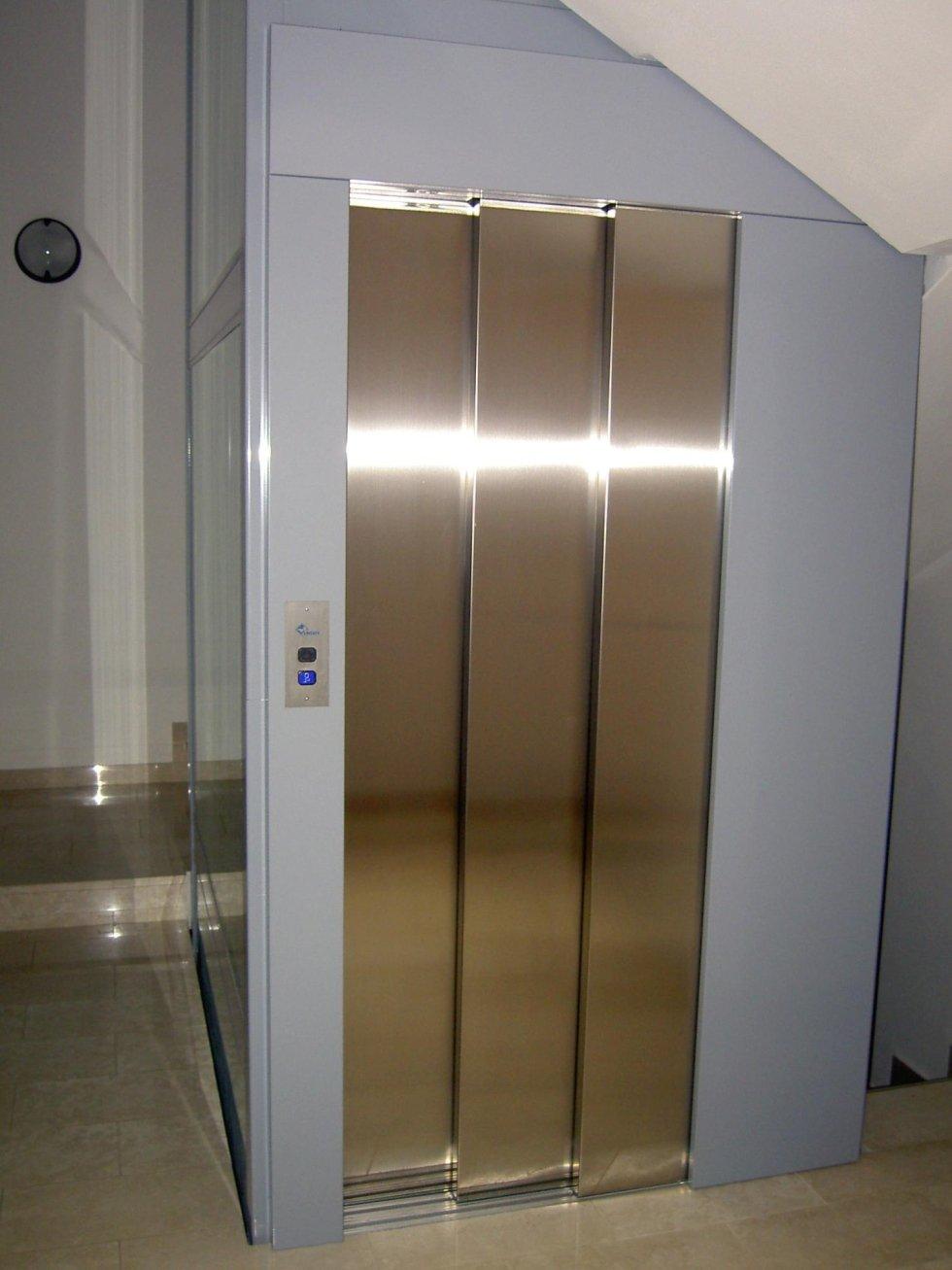 porta di ascensore in inox e vetro